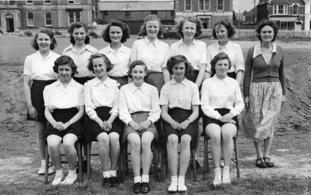 Back row - left to right : P Edmonds, A Marchent, D Westcott, H Hachse, A Heath, B Puddy, and Mrs Lloyd, Front row:-(Right to left ) A Beer, J Rowe, M Bidgood, J Crandon, & M Turner. If you think this list is incorrect please contact us.