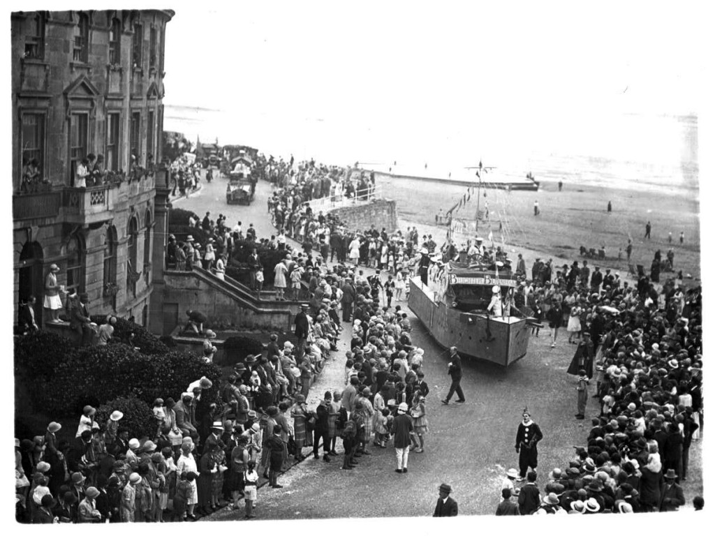 In past years Burnham had a summer Carnival as well as a winter one. In the 1950's and 60's the Start of the summer route was from St Andrew's Road and proceeded along Berrow Road , up Seaview Road and along the Esplanade. This procession is travelling in the opposite direction . Does anyone remember the route taken? Thanks to Andy Jarvis for this and the following two images.